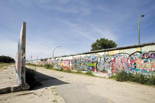 Germany, Berlin, Wall with graffitiの写真素材 [FYI04333316]