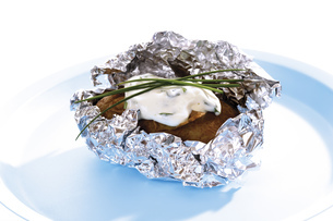 Baked potato with curd cheeseの写真素材 [FYI04333355]