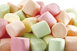 Marshmallows, close-upの写真素材 [FYI04333370]