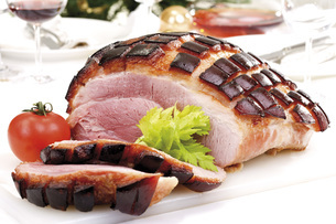 Sliced Roast Pork with Crackling, laid table in backgroundの写真素材 [FYI04333406]