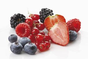 Fresh wild berries, close-upの写真素材 [FYI04333473]
