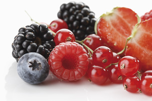 Fresh wild berries, close-upの写真素材 [FYI04333475]
