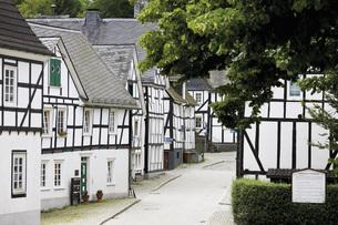 Germany, North Rhine Westphalia, Freudenberg, half-timberedの写真素材 [FYI04333483]