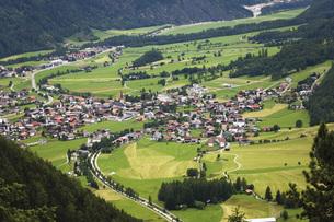 Austria, Tyrol, Oetz, Otztal, Aerial view of landscape with villageの写真素材 [FYI04333505]
