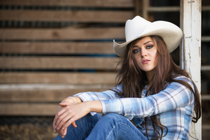 USA, Texas, Portrait of cowgirlの写真素材 [FYI04333536]