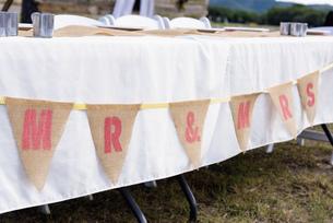 USA, Texas, Wedding reception decoration and table setupの写真素材 [FYI04333541]