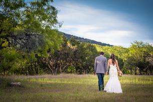 USA, Texas, Bride and groom at wedding ceremonyの写真素材 [FYI04333543]