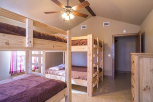 USA, Texas, bedroom interior with double bunk bedsの写真素材 [FYI04333566]
