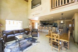 USA, Texas, Spacious Farm House Livingroom Interiorの写真素材 [FYI04333599]