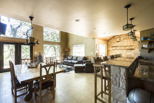 USA, Texas, Rustic Home Interiorの写真素材 [FYI04333600]