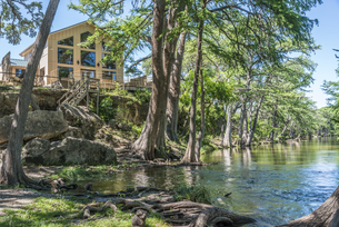 USA, Texas, Villa overlooking the Frio Riverの写真素材 [FYI04333605]