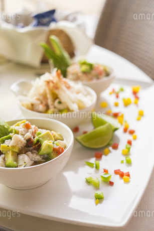 Three bowls of marinated raw seafood with a mix of fresh vegの写真素材 [FYI04333619]