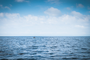 Mexico, person kayaking on the Pacific Oceanの写真素材 [FYI04333620]