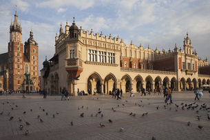 Poland, Krakow, Old Town, Main Market Square, St Mary Basiliの写真素材 [FYI04333715]