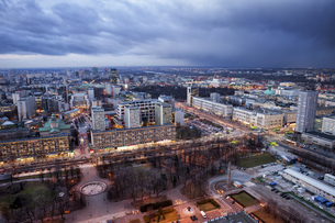 Poland, Warsaw, view to the city centre at evening twilightの写真素材 [FYI04333716]