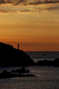 Spain, Costa Brava, Blanes, lone angler and Sa Palomera rockの写真素材 [FYI04333718]