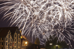Poland, Bydgoszcz, holiday fireworks, on the left old granarの写真素材 [FYI04333721]