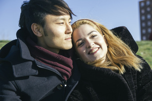 Portrait of young couple in loveの写真素材 [FYI04333758]