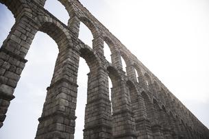 Spain, Segovia, part of Roman aqueductの写真素材 [FYI04333948]