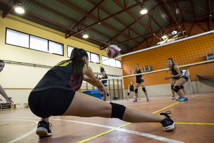 Volleyball player digging the ball during a volleyball matchの写真素材 [FYI04333999]