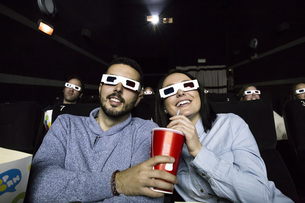 Couple with 3d glasses watching a movie in a cinemaの写真素材 [FYI04334000]