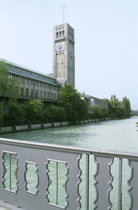 View of Deutsches Museum and river Isar, Munich, Germanyの写真素材 [FYI04334064]