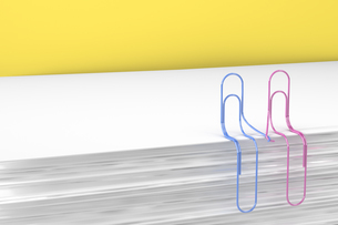 3D Rendering, paper clips holding handsのイラスト素材 [FYI04334073]