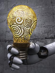 Robot holding lightbulb, 3d renderingのイラスト素材 [FYI04334077]