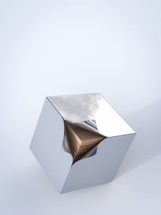 Metal cube with wooden boards inside, 3D Renderingのイラスト素材 [FYI04334082]