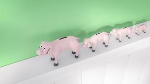 Row of thin piggy banks on a shelfのイラスト素材 [FYI04334088]