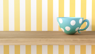 Cup with dots in front of striped wallpaperのイラスト素材 [FYI04334091]