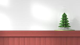 Littel Christmas tree under bell jar standing on wooden wallのイラスト素材 [FYI04334101]