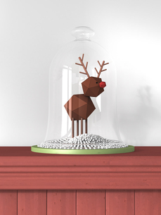 Reindeer toy under bell jar standing on wooden wall claddingのイラスト素材 [FYI04334106]