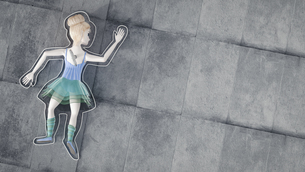 Toy doll lying on groundの写真素材 [FYI04334121]