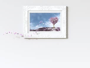 Leaves falling from heart-shaped tree in picture frame, 3d rのイラスト素材 [FYI04334130]