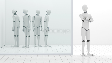 Robots out of order, storeroom, one standing at entrance, 3Dのイラスト素材 [FYI04334173]