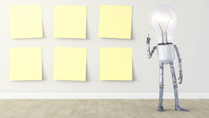 Light bulb manikin standing by row of yellow sticky notesのイラスト素材 [FYI04334189]