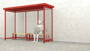 Robot with briefcase sitting at stop, 3D Renderingのイラスト素材 [FYI04334196]