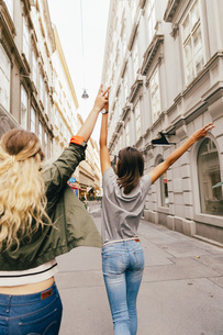 Austria, Vienna, back view of two female friends exploring tの写真素材 [FYI04334258]