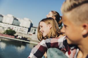 Austria, Vienna, three happy teenagers on a bridgeの写真素材 [FYI04334266]