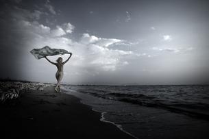 Greece, Corfu, naked young woman on the beachの写真素材 [FYI04334308]