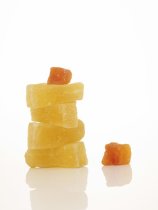 Dried fruits, Pineapple and Pawpawの写真素材 [FYI04334321]