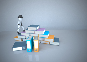 White manikin climbing stack of filesの写真素材 [FYI04334407]