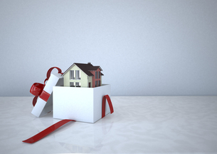 Residential house in a gift box, 3D Renderingのイラスト素材 [FYI04334420]