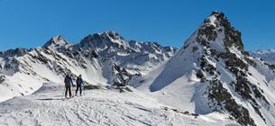 Italy, Grand St Bernard Pass, Mont Fourchon, ski tourの写真素材 [FYI04334445]
