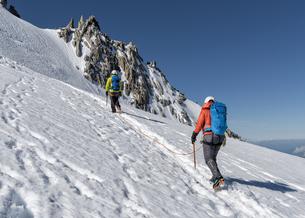 France, Chamonix, Alps, Petit Aiguille Vert, mountaineersの写真素材 [FYI04334496]
