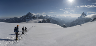Switzerlalnd, Mountaineers heading to Matterhorn and Wandfluの写真素材 [FYI04334499]
