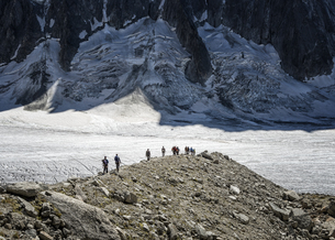 France, Chamonix, Argentiere Glacier, group of mountaineersの写真素材 [FYI04334505]
