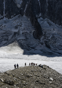France, Chamonix, Argentiere Glacier, group of mountaineersの写真素材 [FYI04334508]