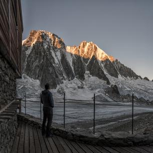 France, Chamonix, Argentiere hut, Les Droites, Aiguille Vertの写真素材 [FYI04334509]